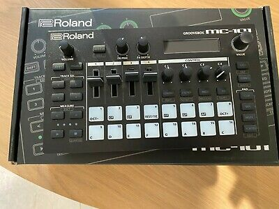 Roland MC-101 Groovebox Hardly Used, Box & Printed A4 Manual With Binder • 333£