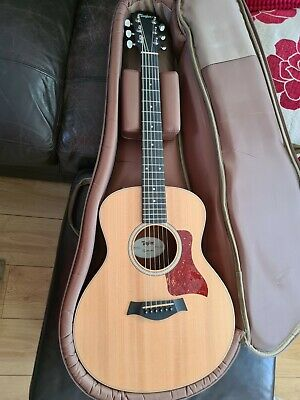 Taylor GS Mini-e Rosewood with original case, excellent condition. Never gigged