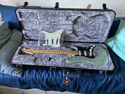 4 Month Old Fender American Pro ii Stratocaster In Mystic Surf Green