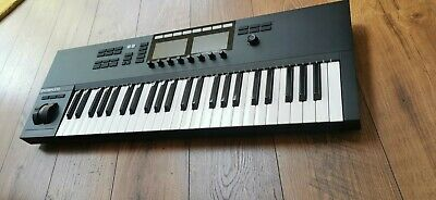 Komplete Kontrol S49 Mk2 MIDI Keyboard + High Quality Novation Bag • 395£