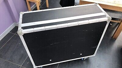 """Behringer X32 Flight Case With Dog Box And 4"""" Rubber Castors • 104£"""