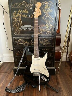 Fender Squier Affinity Stratocaster 2005.  VGC. Gig bag, and 'new-old' strings.