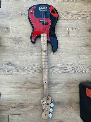 Fender Squier Pete Wentz Bass + Fender Rumble 15 • 150£
