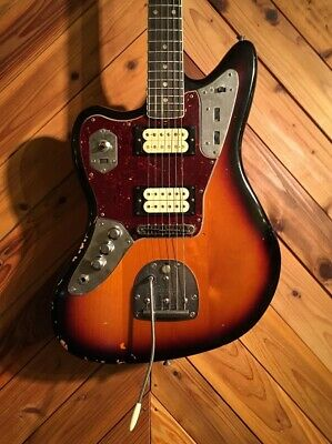 Fender Kurt Cobain Jaguar Left-Handed, Road Worn, 3-Color Sunburst • 1,591.95£