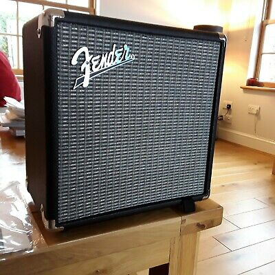 Fender Rumble 15 Bass Guitar Combo Amp V3 In Excellent Condition • 65£