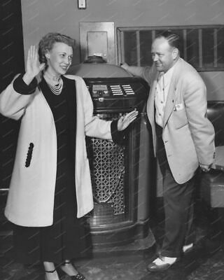 Seeburg Trashcan Jukebox On Location Vintage 8x10 Reprint Of Old Photo • 14.27£