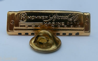 RARE UNUSUAL 1980s-ISSUED HARMONICA PIN BADGE 'HOHNER SPECIAL 20 MARINE BAND'